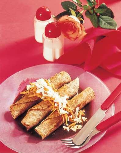 20-tacos-de-queso-y-zanahoria-en-salsa-de-chile-pasilla