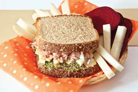 sandwich-de-atun-y-germinado