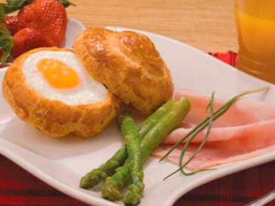 Huevo en pan brioche