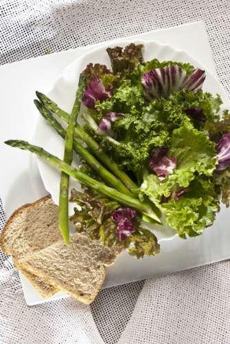 ensalada-con-pan-integral