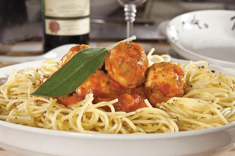 espagueti-con-albondigas-de-pollo