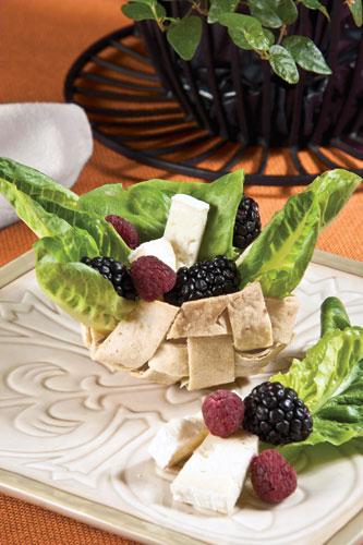 Canasta-con-ensalada-de-frutas-