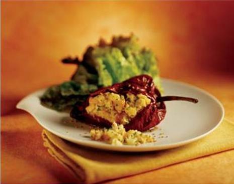 Chile-ancho-rellenos-de-papa-en-salsa-de-mole-rojo