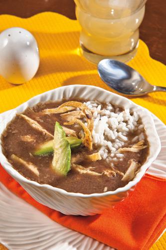 Sopa-de-frijol-arroz-y-pollo