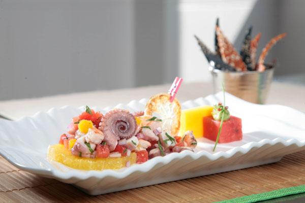 Cebiche negro de pulpo y camarón