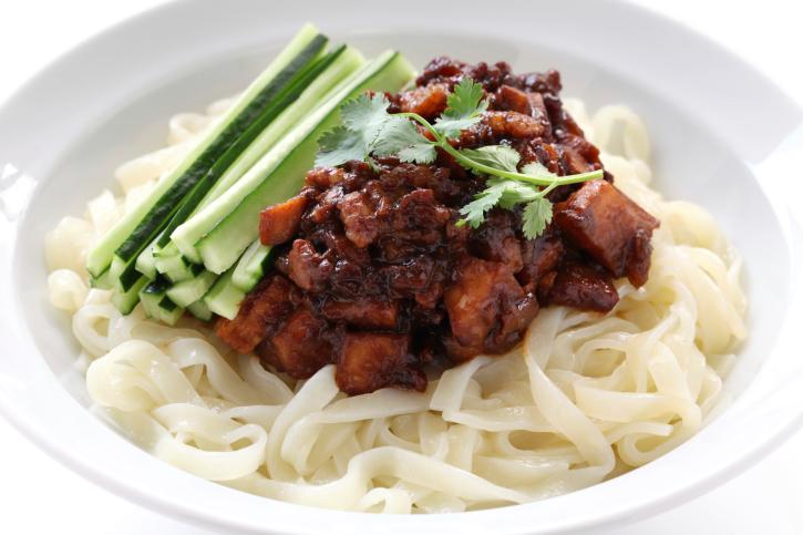 zha jiang mian, chinese noodle dish