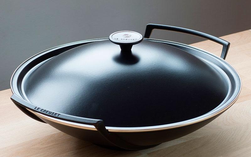 le-creuset-wok-aus-gusseisen_2