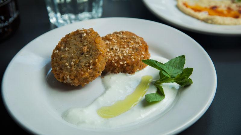 Falafel-con-hummus