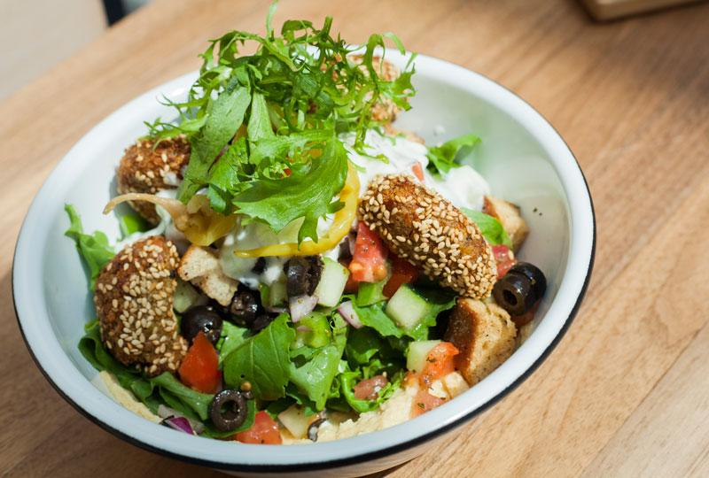 ensalada-de-falafel