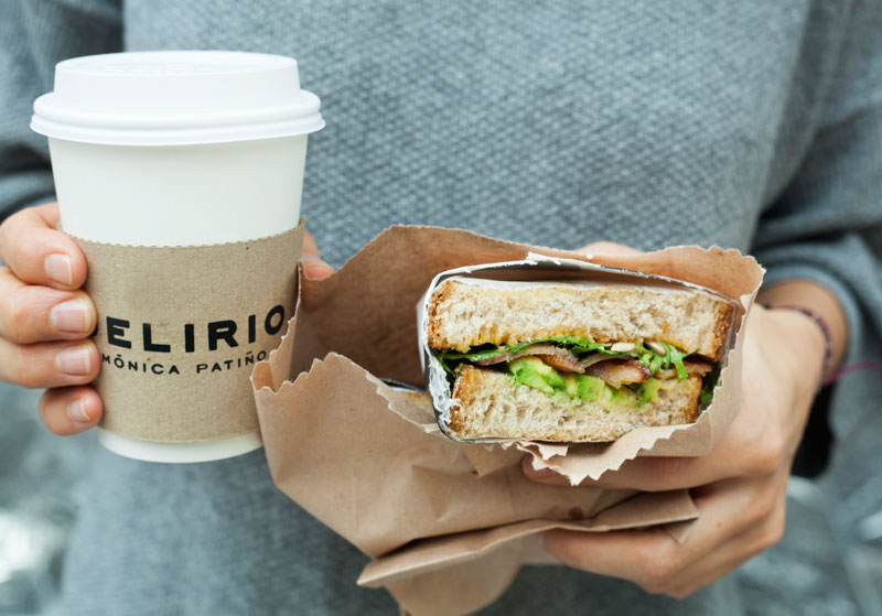 sandwich-de-tocino-con-cafe