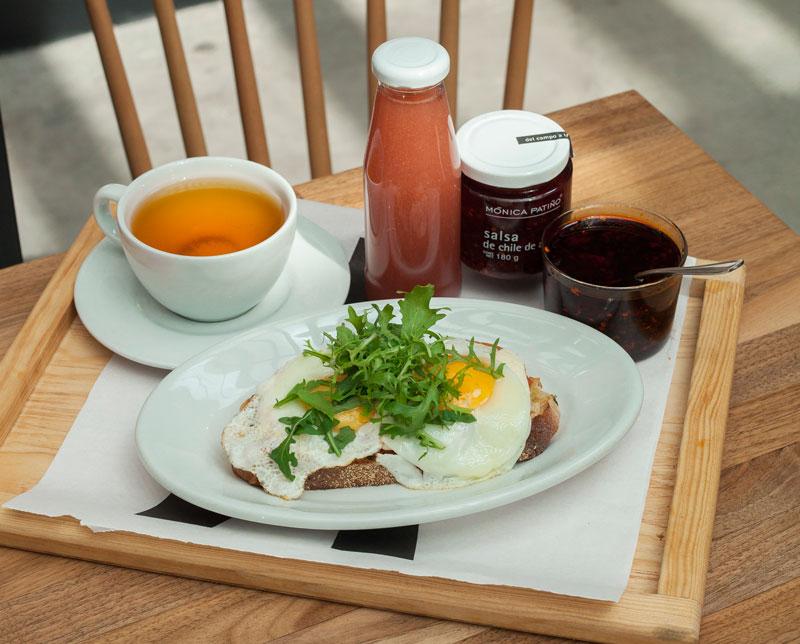 toast-de-huevo-con-jugo