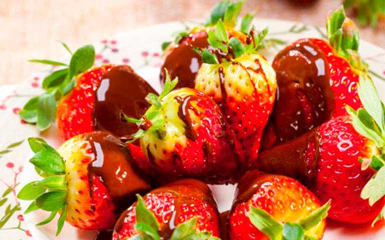 Fresas con gabardina de chocolate