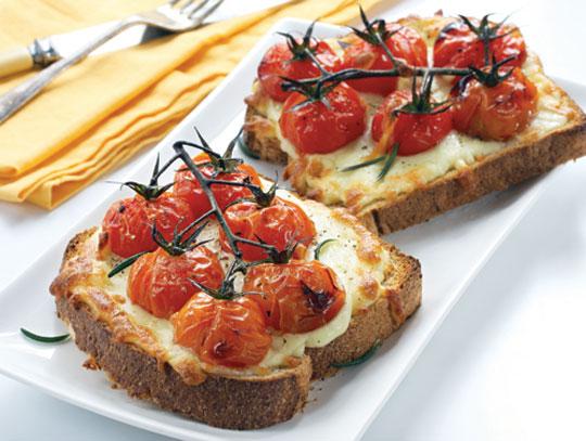 Pan tostado gratinado con tomate