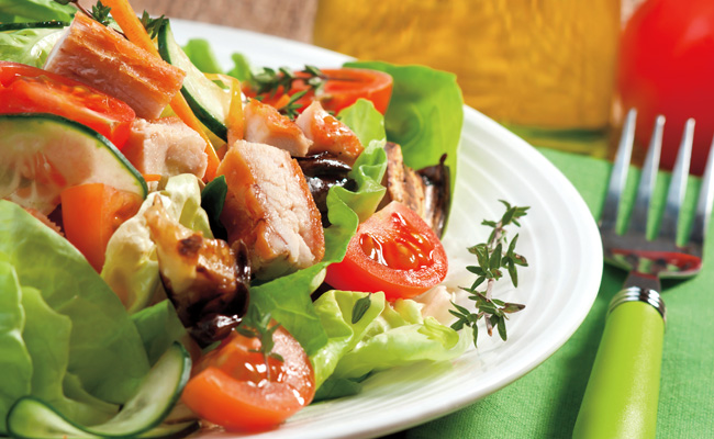 ensalada mixta con pollo y berenjenas