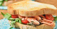 Sándwich de salmón asado