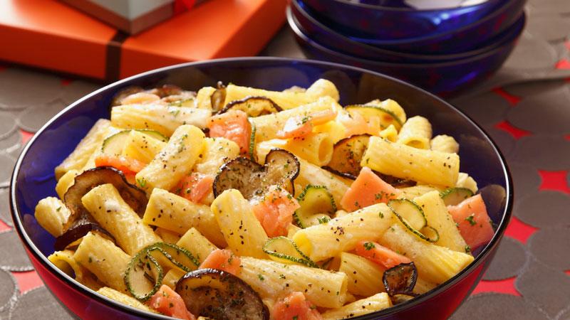 Ensalada-de-Tortiglioni-con-vegetales-asados-al-limon-y-salmon-ahumado