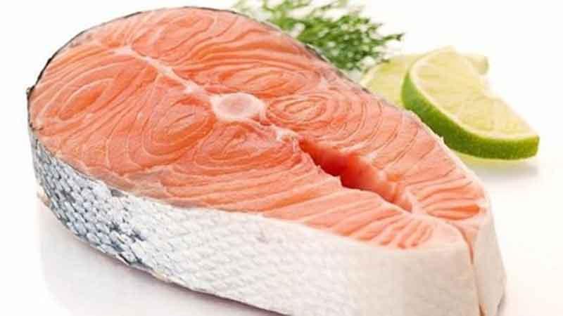 Lomo de salmón al horno con salteado de arroz