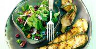 Calabazas asadas con ensalada de arándanos y perejil